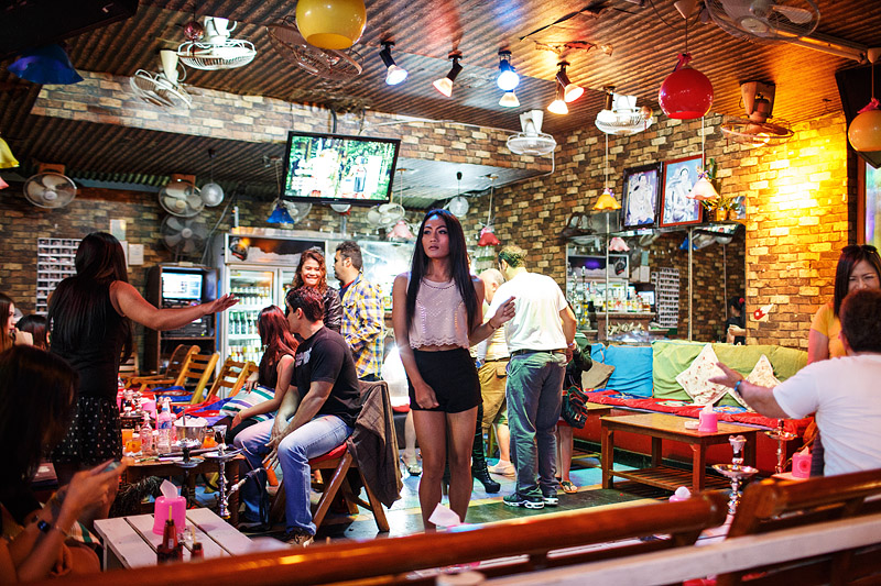 thailand_pattaya_night_club_bar_nightlife_ladyboy_tourists_sextourism