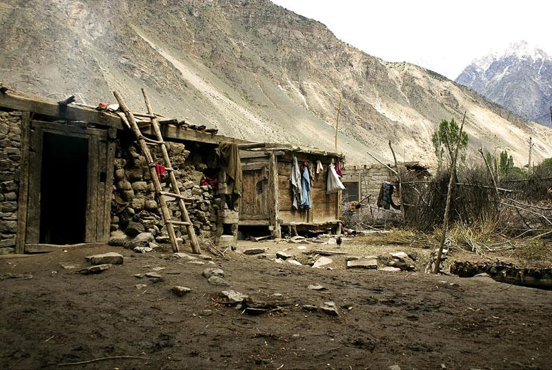 Pakistan. Territoires du Nord. Gilgit-Baltistan. Un village traditionnel du Baltistan, situé dans la vallée d'Astock, au cœur des montagnes du Karakoram