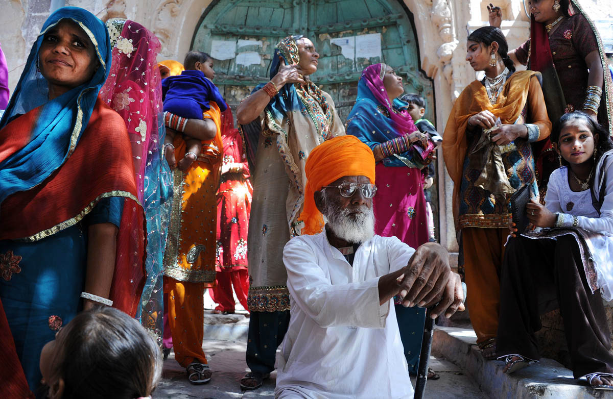 Rajasthan & Holi pic essay on 'fotostrada' - copyright pics by Brian Cassey